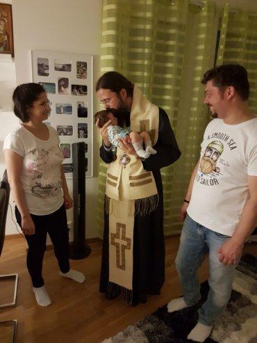 În Stockholm, impreună cu Ștefan și Monica, doi prieteni și ucenici duhovnicești care alcătuiesc o tânără și frumoasă familie în care a venit, recent, un nou membru: nou născutul Ștefan. Slava lui Dumnezeu pentru toate!