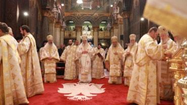 Sfântul Sinod reunit la Catedrala Patriarhală a oficiat Liturghia din Joia Mare și Sfințirea Marelui Mir