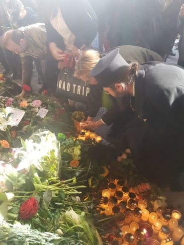 Preasfințitul Părinte Episcop Macarie Drăgoi, la locul atentatului din Stockholm