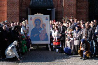 """Procesiune cu Sfintele Icoane în Duminica Ortodoxiei la Copenhaga. PS Episcop Macarie: """"Dăm o mărturie de Ortodoxie celor cu care conviețuim în această lume secularizată, iconoclastă și idolatră"""""""