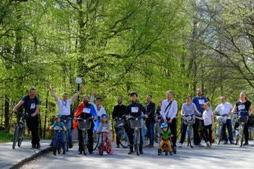 """Episcopul Macarie alături de tinerii ortodocși la Marșul bicicletelor """"Pedalând pentru viață"""" în Göteborg, Suedia"""