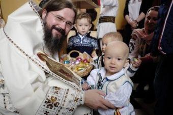 """Preasfințitul Macarie al Europei de Nord: """"Să avem inimă de copil!"""" – Interviu în revista """"Familia Ortodoxă"""", iunie 2018"""