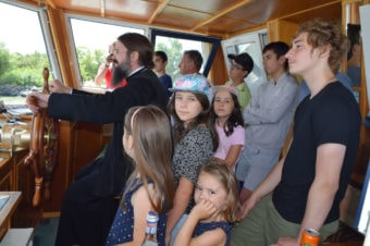 Pastorație inedită: Episcopul Macarie a însoţit mai multe familii de români din ţările nordice într-o tabără de vară