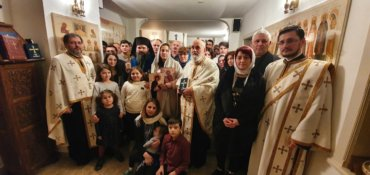 """Bishop Macarie with the parishioners from Stockholm, to Camelia-Mihaela Smicală: """"In our heart you are also, beloved mother and sister, in our heart are your children, too! We are together!"""""""