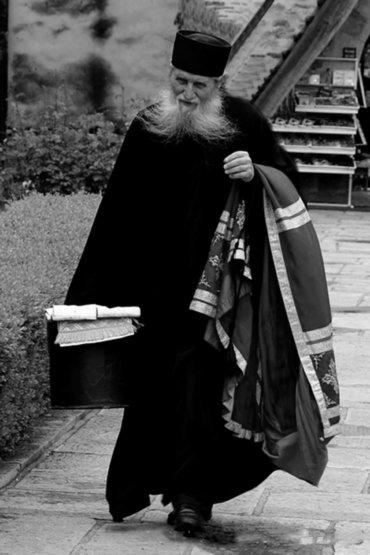 Părinte Arhiepiscop Pimen, plecați simplu și smerit, ca să ne pregătiți câte o chilioară în Grădina Raiului!