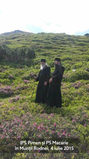 Privesc cu multă emoție aceste fotografii cu Părintele nostru Arhiepiscop Pimen pe care tocmai le-am primit de la un frate binevoitor. Eram în 4 iulie 2015 și Bunul Dumnezeu ne-a dat prilejul să urcăm, împreună, pe Munții Rodnei …