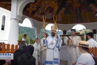 Preasfințitul Părinte Macarie a slujit la Mănăstirea Rebra-Parva (preluare trinitas.tv)