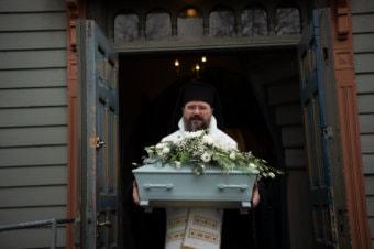 Părintele Episcop Macarie a înmormântat astăzi 9  octombrie 2020 la Trondheim în Norvegia pe pruncul Victor. Dumnezeu să îi primească sufletelul său nevinovat în Rai și să dea mângâiere și putere tinerilor săi părinți!