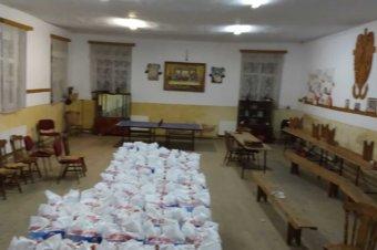 Copiii săraci din Copșa Mică au primit cele 100 de burse sociale lunare din partea Episcopiei Ortodoxe Române a Europei de Nord