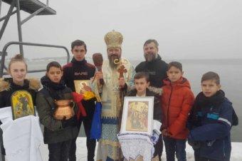 Părintele Episcop Macarie Drăgoi despre minunea de Bobotează: Arătarea Sfintei Cruci în Arhipelagul Stockholmului cu prilejul procesiunii de la Marea Baltică. Miercuri, Praznicul Botezului Domnului, 6 ianuarie 2021 în Stockholm