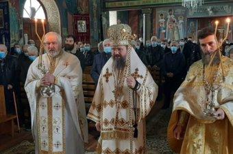 Înainte de a participa la lucrările Sfântului Sinod, Preasfințitul Părinte Episcop Macarie Drăgoi al Episcopiei Europei de Nord a săvârșit astăzi, duminică, 21 februarie 2021, Sfânta Liturghie în satul său natal Spermezeu, jud. Bistrița-Năsăud