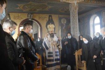 Slujbă arhierească săvârșită de PS Macarie Drăgoi in satul Sita, Bistrița-Năsăud (preluare YouTube)