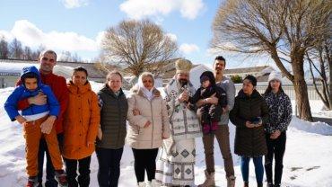 Preasfințitul Părinte Episcop Macarie Drăgoi al Episcopiei Europei de Nord și-a început vizita pastorală la românii din Laponia. Astăzi, 10 aprilie 2021, a făcut un popas la binecredincioșii din nordul Suediei, la Skellefteå, purtând în slujirea euharistică Icoana Maicii Domnului, Stăpâna Laponiei.