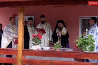 Preasfințitul Părinte Episcop Macarie a sfințit cea de-a treia casă ridicată de ASCOR Iași pentru cei nevoiași (preluare doxologia.ro)