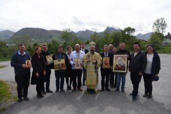 Preasfințitul Părinte Episcop Macarie Drăgoi al Episcopiei Europei de Nord se află în aceste zile în vizită pastorală la românii de dincolo de Cercul Polar în Norvegia. Astăzi, sâmbătă, 12 iunie 2021, ierarhul a săvârșit Sfânta Liturghie cu pomenirea celor adormiți în mica comunitate euharistică din orașul norvegian Myre.
