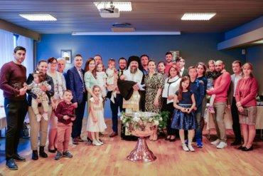 În aceste zile Preasfințitul Părinte Episcop Macarie Drăgoi al Episcopiei Europei de Nord se află în slujire misionară la românii de dincolo de Cercul Polar din Norvegia. Joi seara, 17 iunie 2021, Preasfințitul Macarie a săvârșit Vecernia în comunitatea euharistică din orașul norvegian Mo i Rana și a botezat pruncii Olivia și Marcus