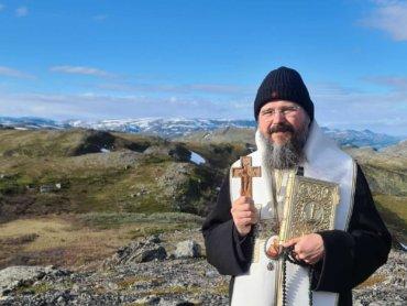 Străbătând ținutul muntos din nordul îndepărtat al Norvegiei înspre bisericuța Sfântului Trifon, cuviosul rus care i-a adus pe laponii din aceste ținuturi la lumina cunoștinței adevărului în secolul al XVI-lea…