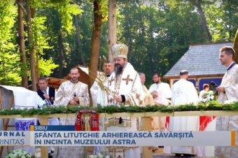 Sfânta Liturghie arhierească săvârșită în incinta Muzeului Astra (preluare TRINITAS.TV)