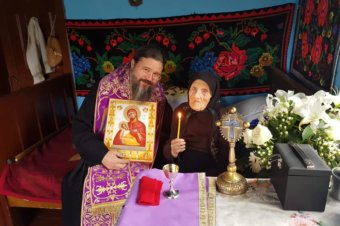 Le-am regăsit acasă la Spermezeu, spovedindu-le și cuminecându-le cu Trupul și Sângele Domnului pe venerabilele credincioase lelea Lucreția Șoș de pe Prund, de 100 de ani, și pe fina ei, lelea Anica Șerban, de 98 de ani …