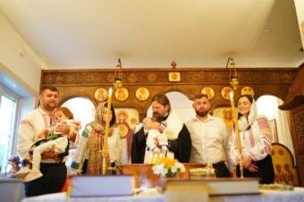 Părintele Episcop Macarie Drăgoi al Episcopiei Europei de Nord a botezat astăzi, 26 august 2021, pe pruncul Petru-Ștefan în Paraclisul Episcopal din Stockholm.
