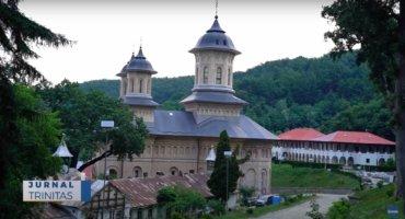 Preasfințitul Părinte Macarie a slujit la Mănăstirea Nicula (preluare TRINITAS.TV)