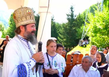 """Episcopul Macarie la Mănăstirea Parva: """"Nori negri și grei de furtună se arată, însă Maica Domnului ne apără și ne păzește!"""", Sfânta Liturghie a prăznuirii Adormirii Maicii Domnului, 15 august 2021"""